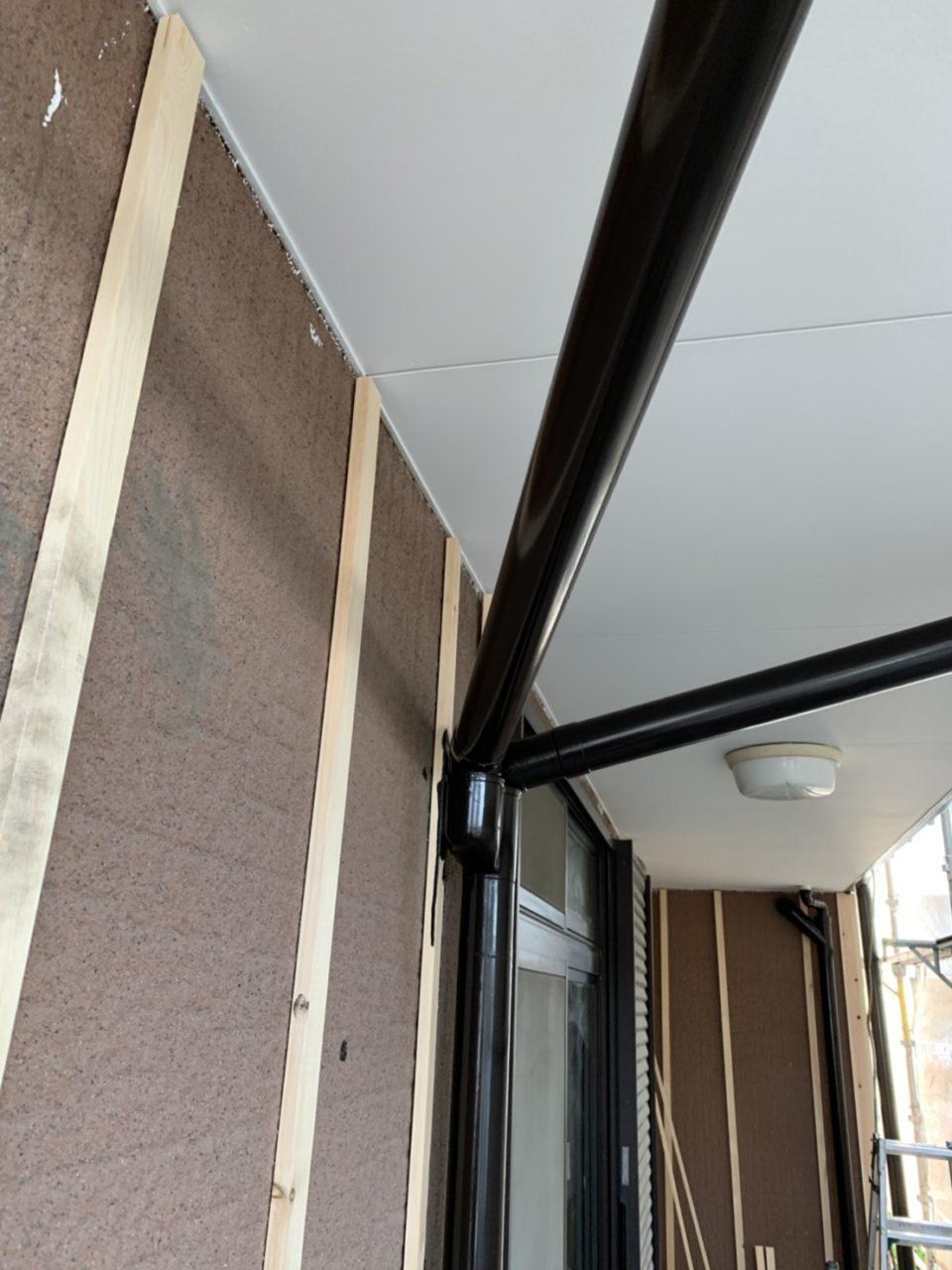 下地工事サイディングを張らない部分の塗装工事1