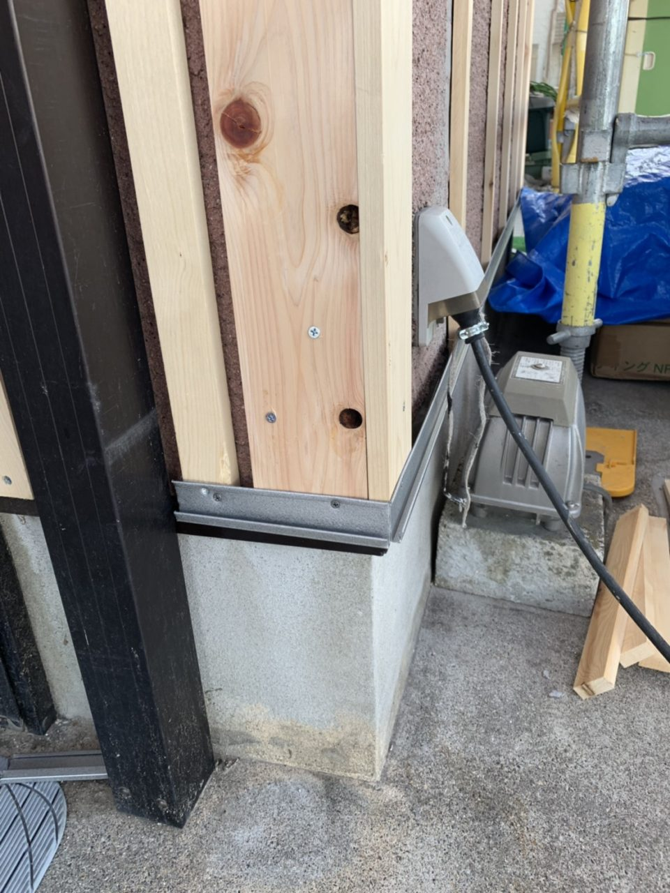 岡崎市サイディング工事 スタートを取り付け3