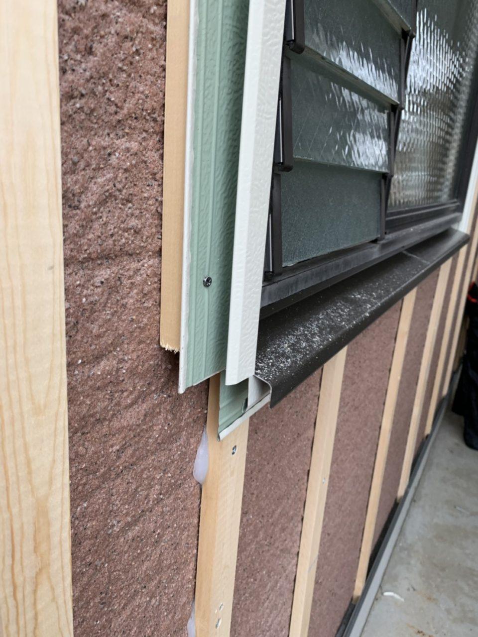 岡崎市サイディング工事 窓周りの枠の取り付け1