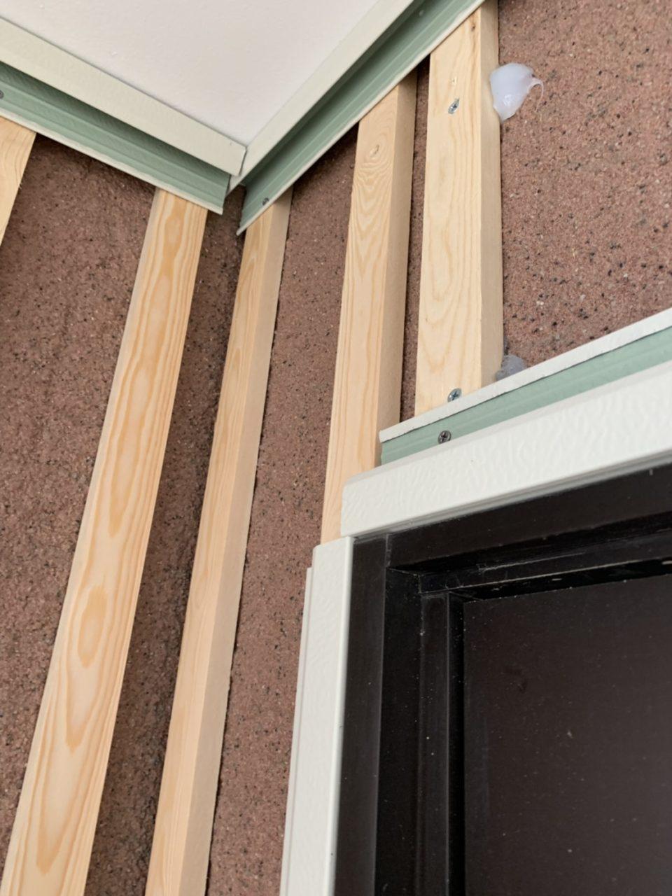 岡崎市サイディング工事 窓周りの枠の取り付け2