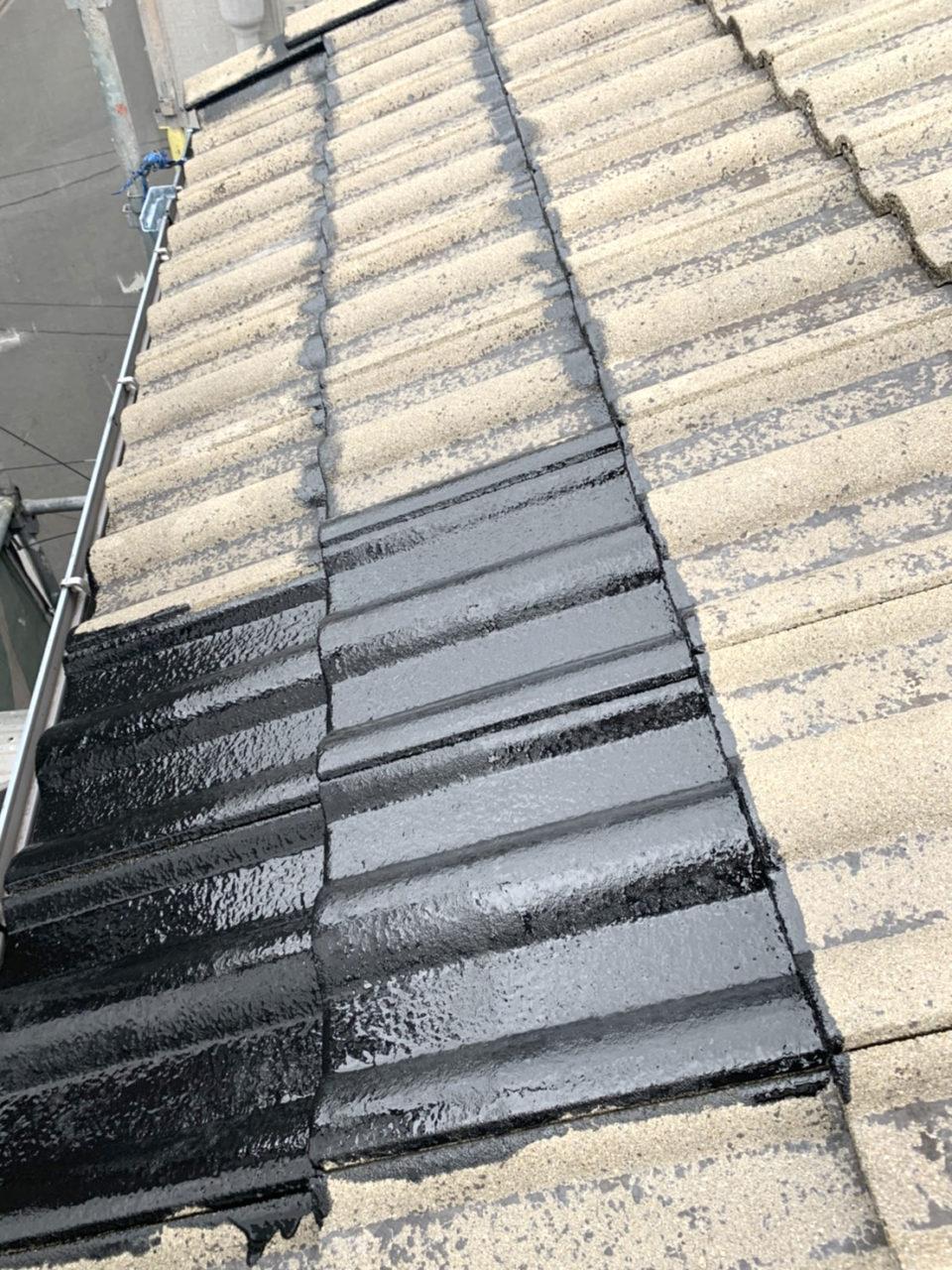 南区K様邸屋根塗装工事中塗り作業2