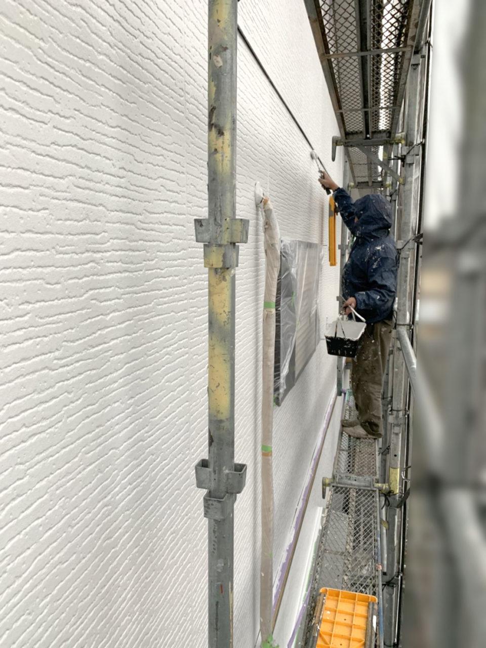 南区K様邸外壁上塗り作業